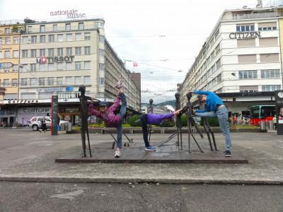Malina, Joana und Joëlle turnen das Programm von Christian Jankowski